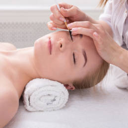 Living with Eyelash Extensions- Do's and Don'ts - Timless Aesthetics (1)